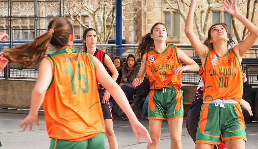 La Jordina Sistac, la Jana Plà i la Judit Valle al partit contra La Salle Bonanova. Foto: Quim Plà