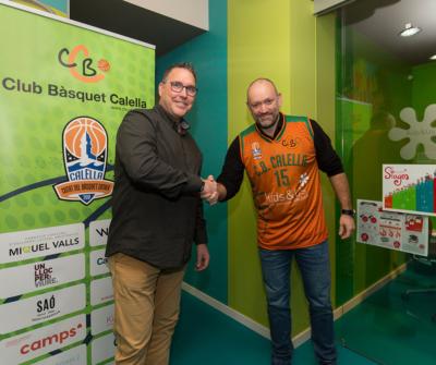 L'oficialització de l'acord entre el CB Calella i Kids&Us s'ha fet a la seu de l'escola d'anglès a Calella. Foto: Joan Maria Arenaza