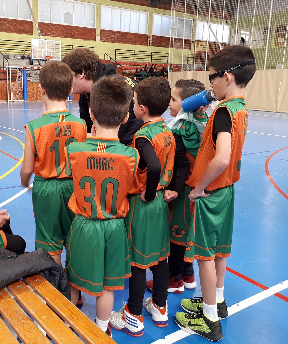 """El Premini """"B"""" estrena les noves samarretes. Foto: Laura Pagès"""