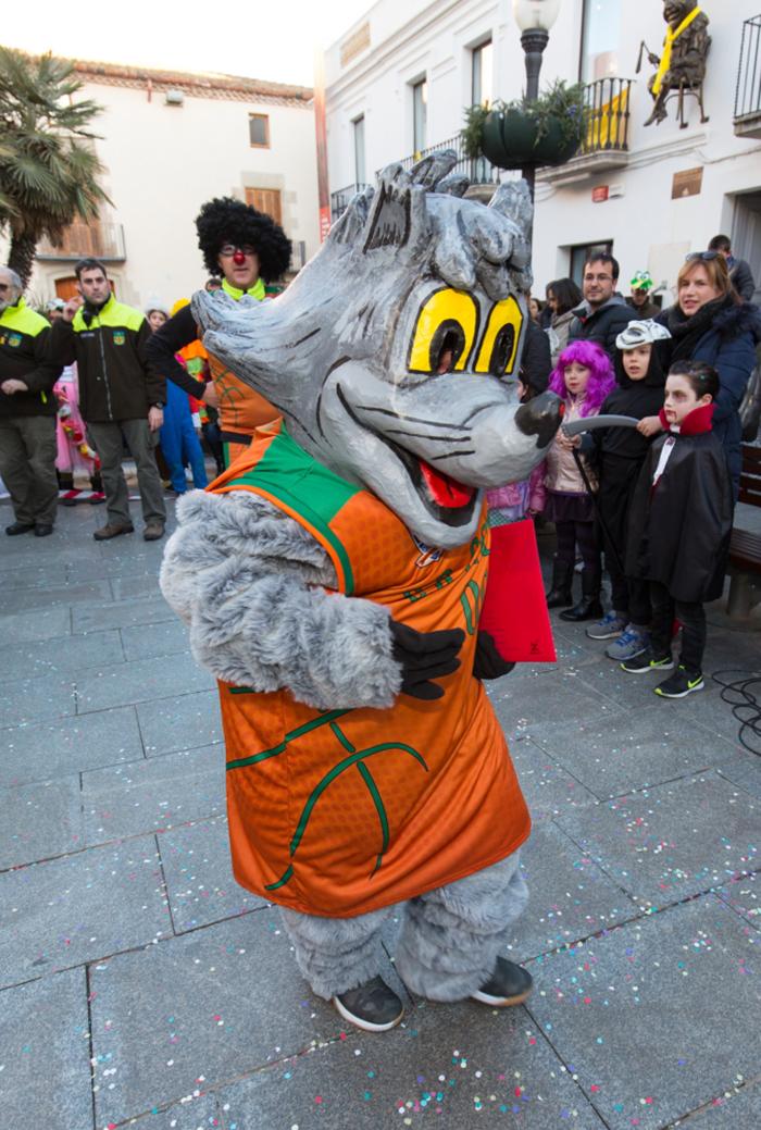 En Wolfy a la plaça de l'Ajuntament després de donar el pregó al rei Carnestoltes. Foto: Joan Maria Arenaza