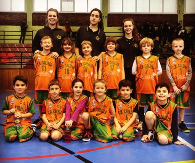 Una part dels nens i nenes de l'escola d'iniciació del CB Calella