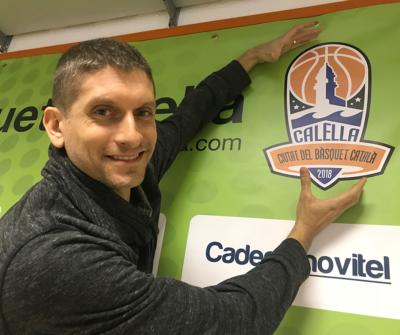 """Sergi Cugat, el dissenyador del logo de Calella, """"Ciutat del Bàsquet Català"""" 2018"""