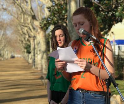 L'Aïna Pi durant la lectura del manifest del Dia Internacional de les Dones
