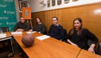 David Fors, Laura Pagès, Francesc Membrives i Ivet Llobet, representants del CB Calella a l'acte. Foto: Joan Maria Arenaza
