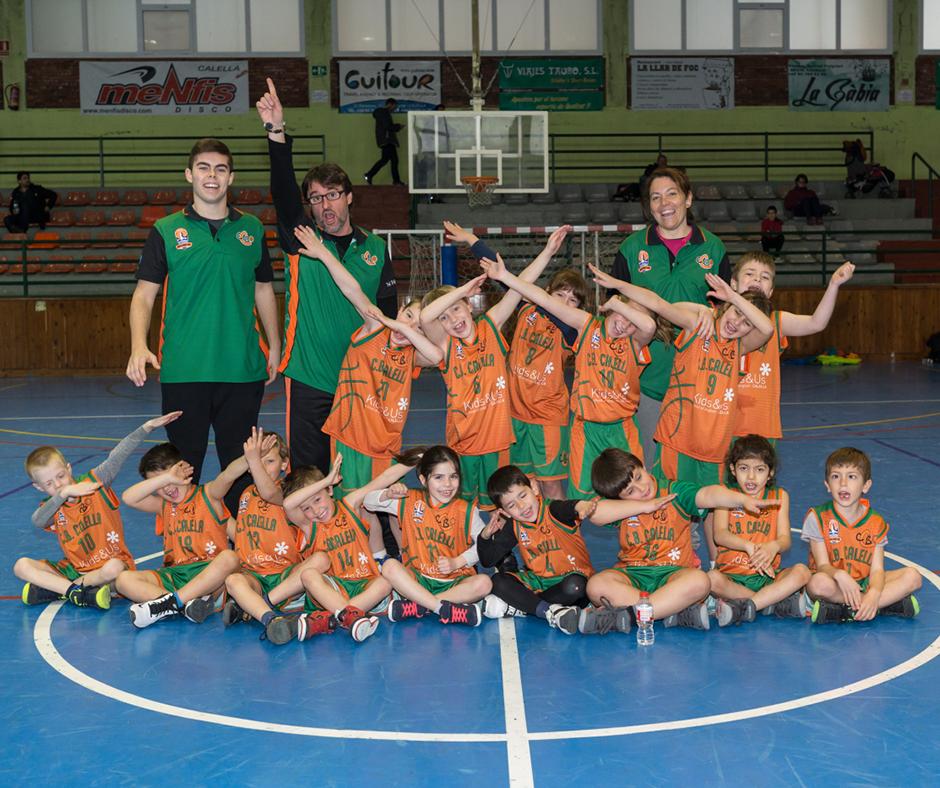 Els nostres petits i petites disfruten jugant a bàsquet. Foto: Joan Maria Arenaza