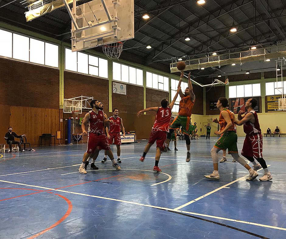 En Jordi Puig tirant a cistella al partit contra el CB Sant Celoni