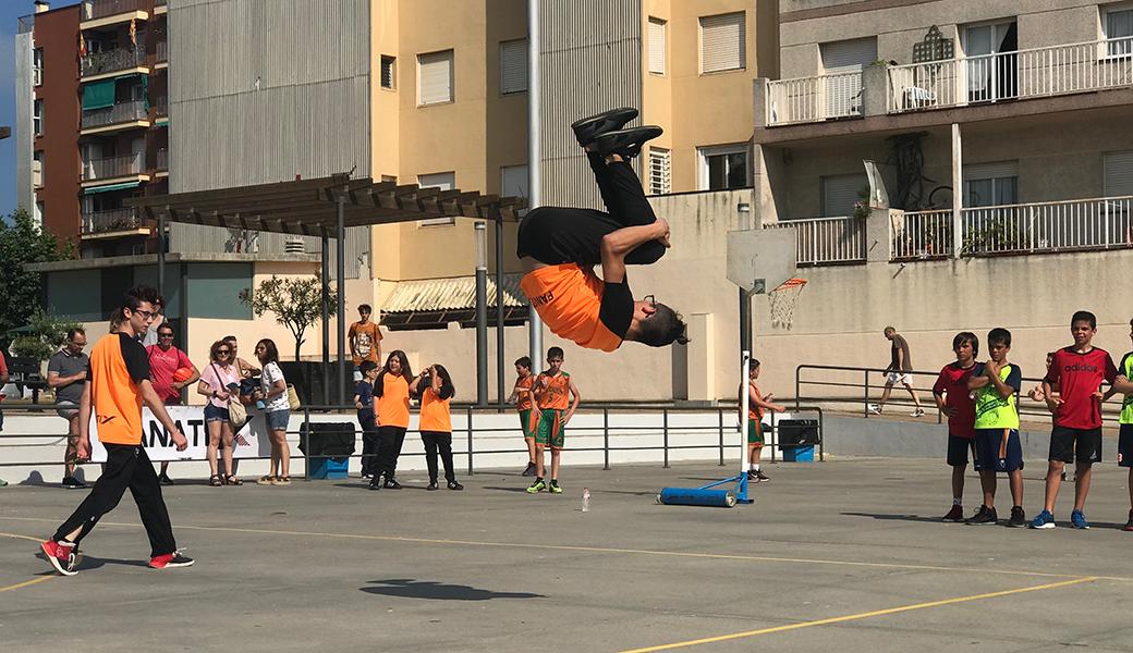 """Una de les acrobàcies del grup """"Fanatix Urban Dance"""""""