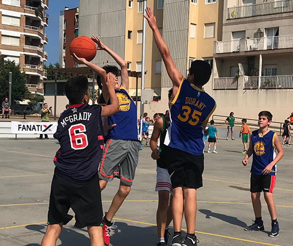 Una acció del 3x3 del Club Bàsquet Calella