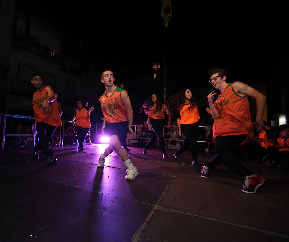 """""""Fanatix Urban Dance"""" en un moment de la seva actuació. Foto: Joan Maria Arenaza"""