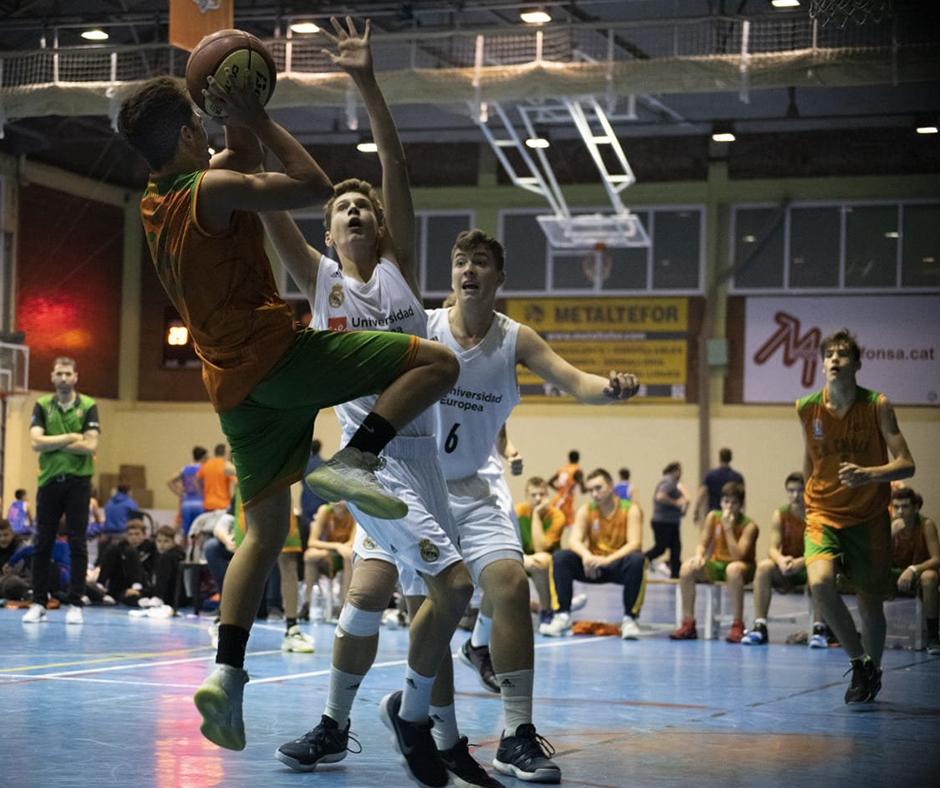 En Nil Pascual tirant en posició acrobàtica. Foto: Ivan Lluís