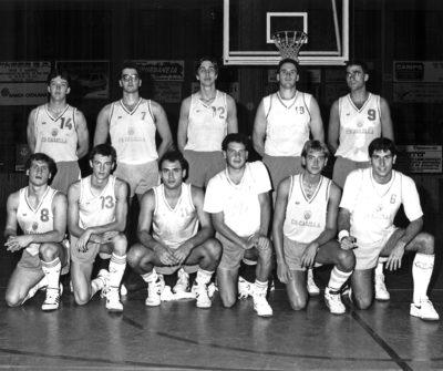 Una imatge de l'equip del CB Calella de la temporada 1989-1990