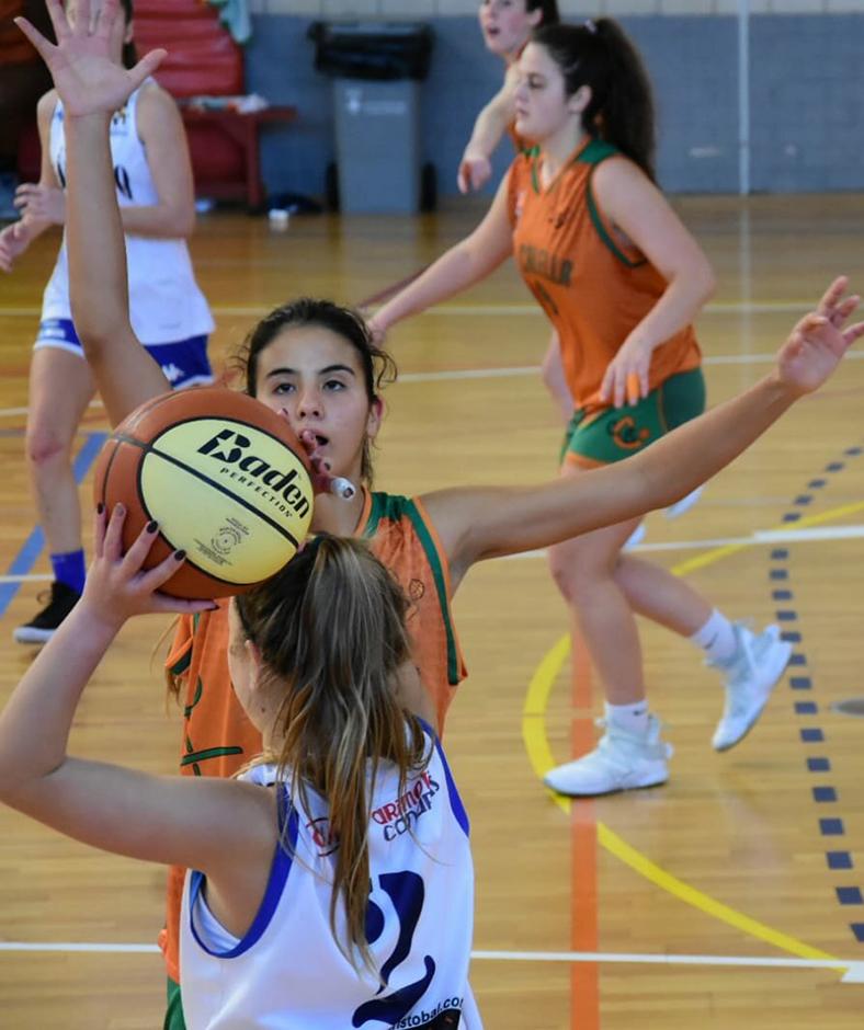 La Júlia Casellas en una acció defensiva. Foto: Esther Pujol