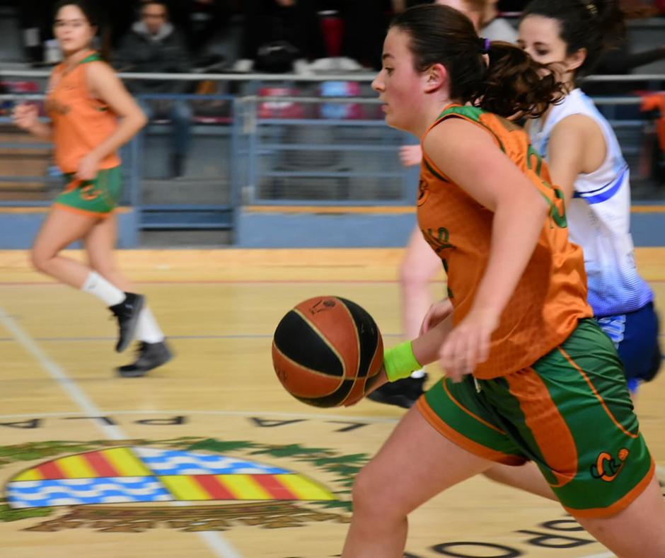 CB Calella - La Martina Berney conduint el contracop. Foto: Esther Pujol