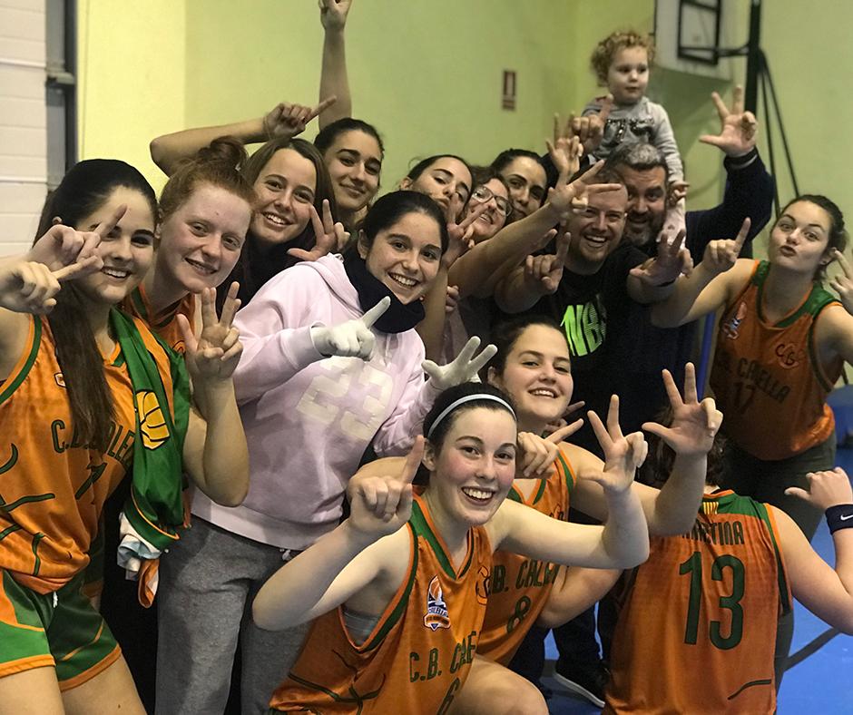 CB Calella - Les jugadores del júnior celebren la tretzena victòria