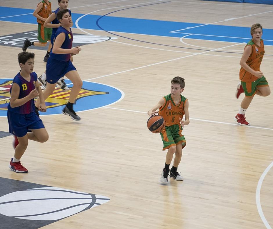 CB Calella - En Roger Casals, amb la pilota. Foto: Ivan Lluís