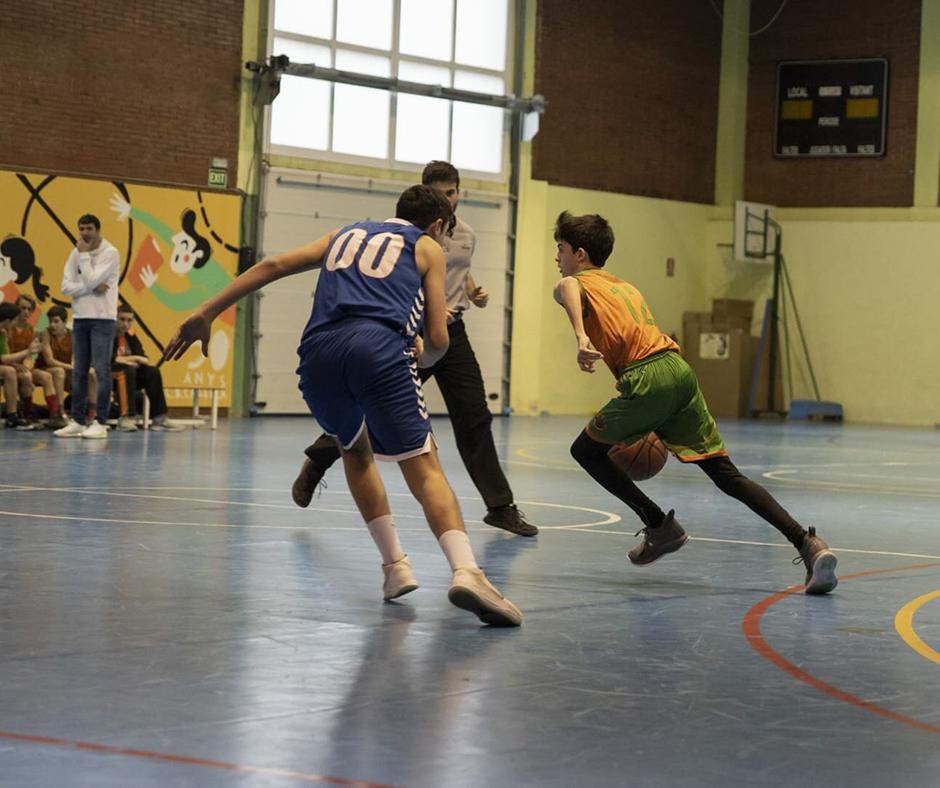 CB Calella - En Tomàs Arnijas pujant la pilota. Foto: Ivan Lluís