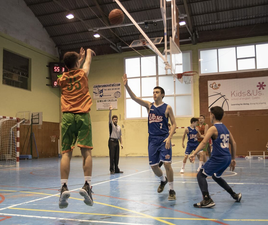 CB Calella - En Nil Pascual intenta el triple. Foto: Ivan Lluís