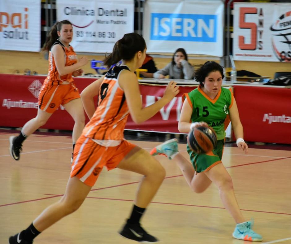 CB Calella - La Paula Soto conduint l'atac de l'equip. Foto: Esther Pujol