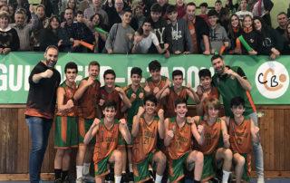 CB Calella - El cadet B celebra el títol amb l'afició