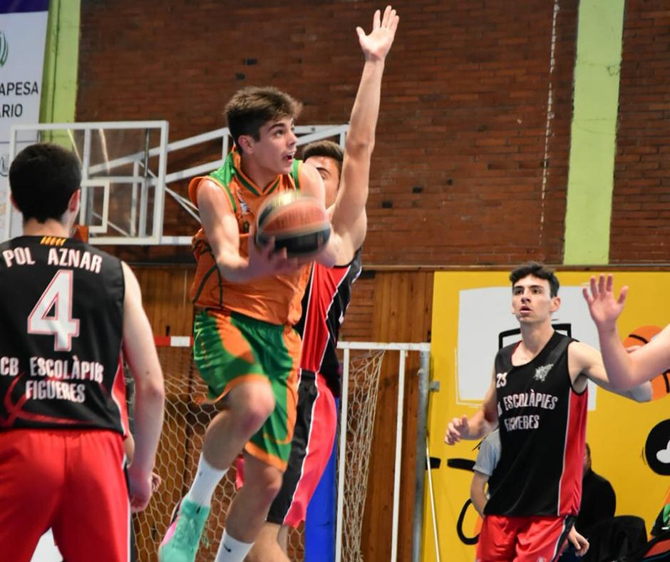 CB Calella - Posició acrobàtica d'en Vicenç Nebot. Foto: Esther Pujol