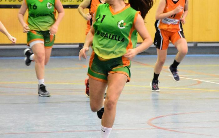 CB Calella - La Cristina Acosta correns el contracop. Foto: Esther Pujol