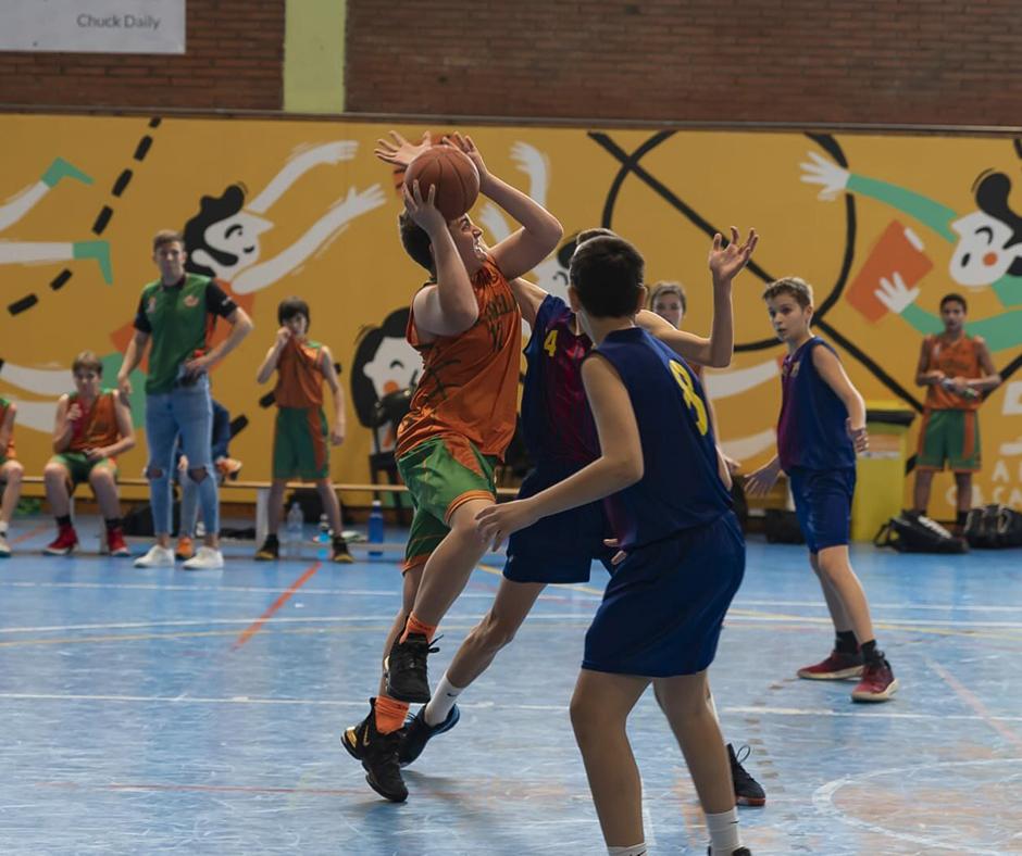 CB Calella - Cesc Cadena entra amb força. Foto: Ivan Lluís