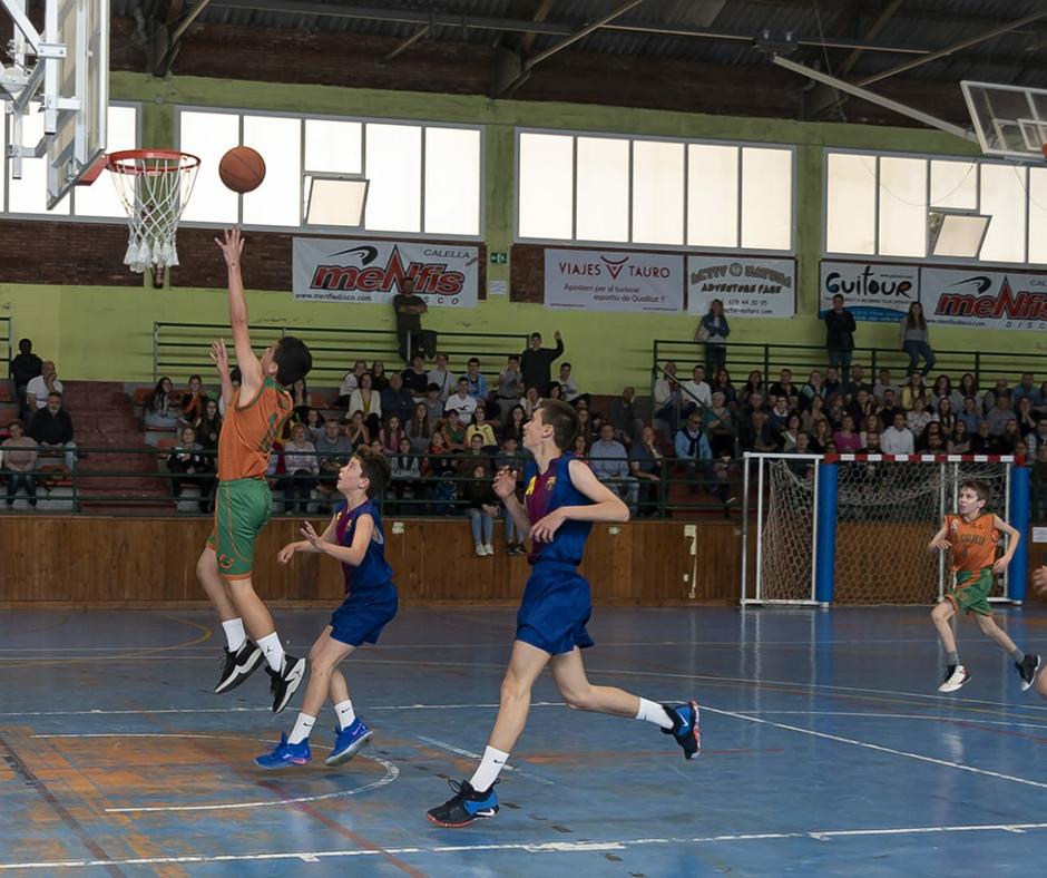 CB Calella - Joan Hoyos entrant a cistella. Foto: Ivan Lluís