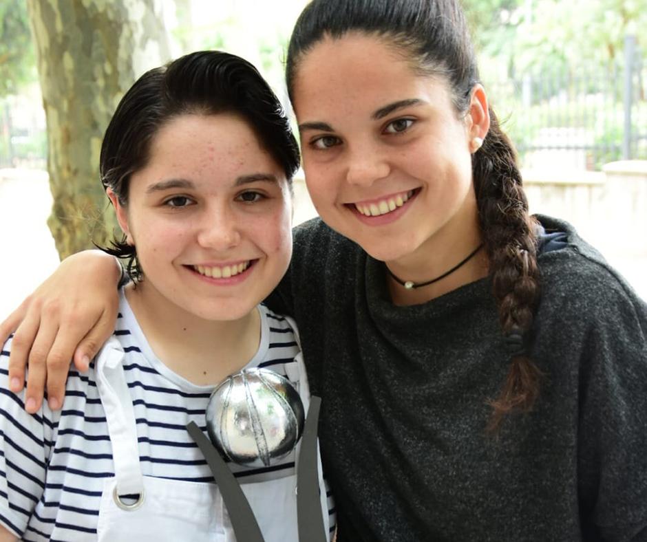 CB Calella - La Paula, amb la seva germana Irene. Foto: Esther Pujol