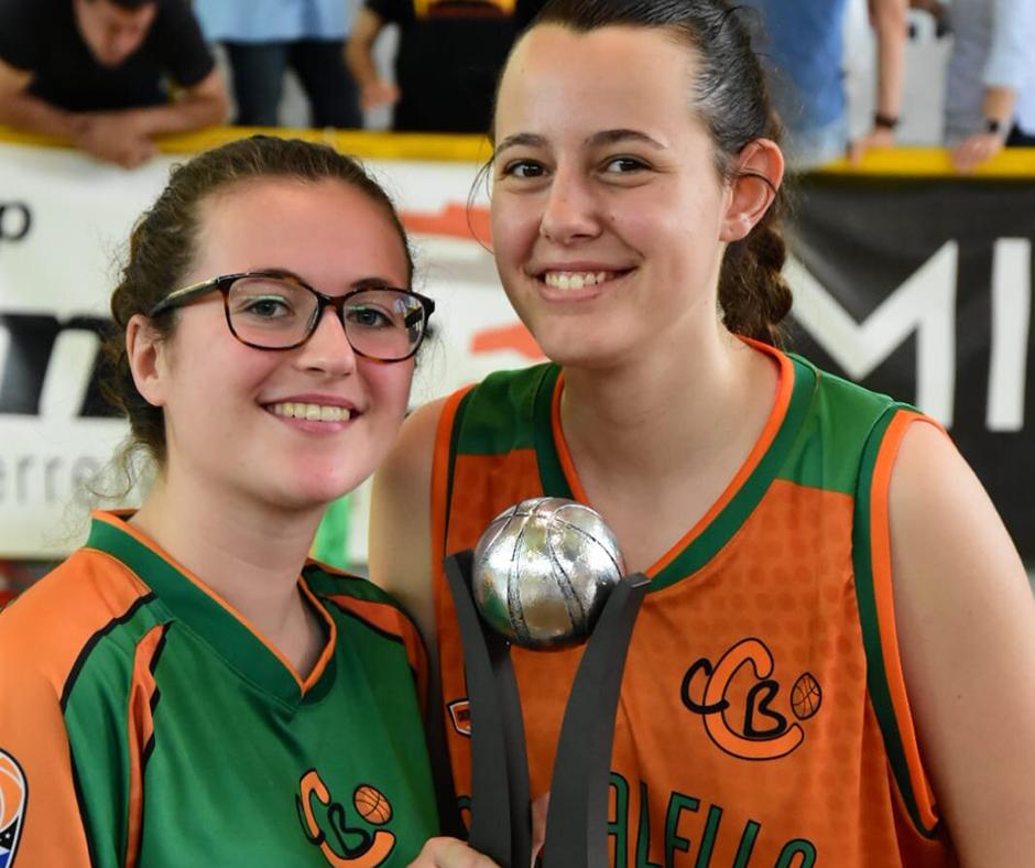 CB Calella - L'Adriana i la Jordina, també amb el trofeu. Foto: Esther Pujol