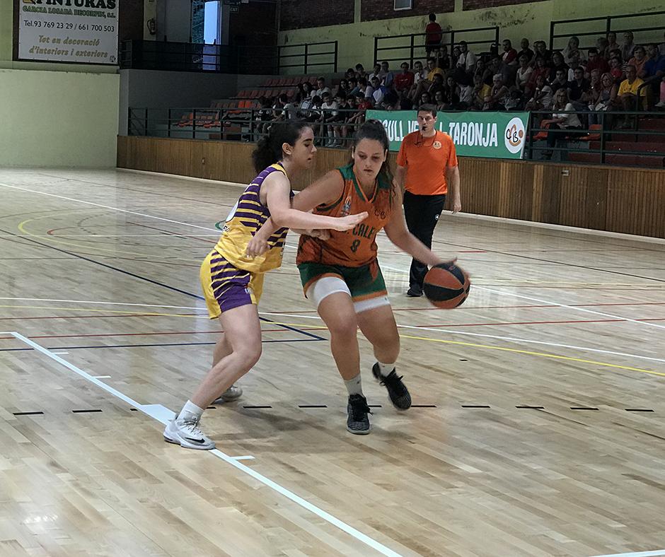 CB Calella - La Paula Romero defensa la posició
