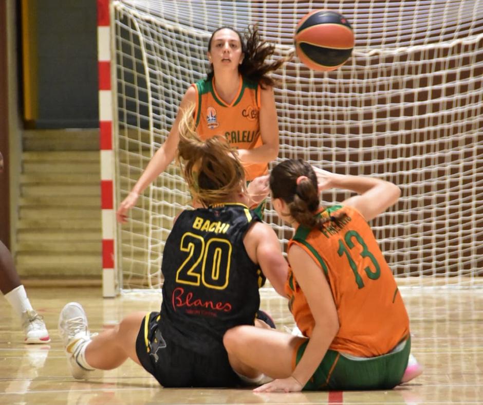 CB Calella - La pilota també es juga des de terra. Foto: Esther Pujol
