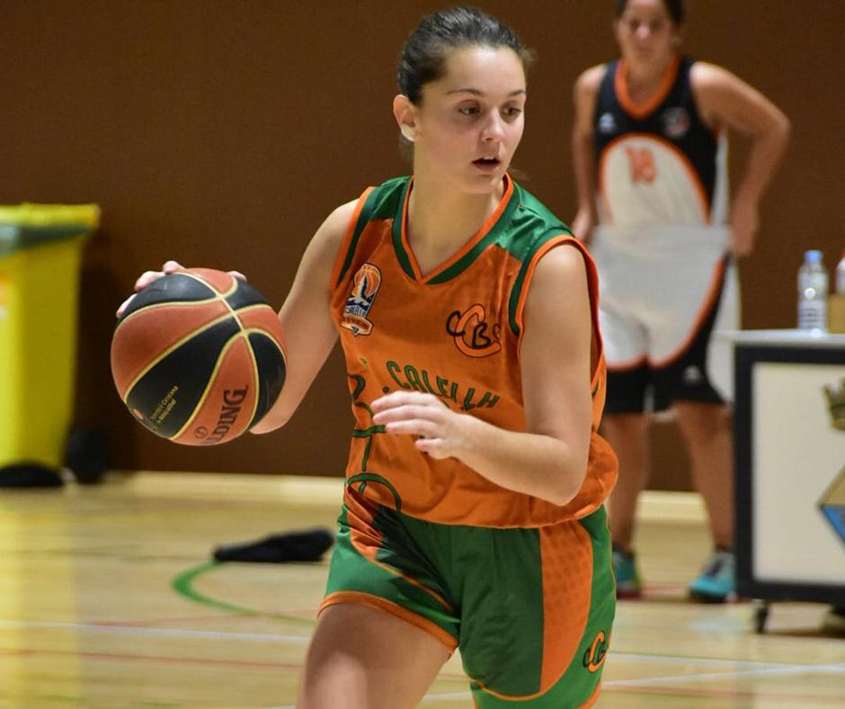 CB Calella - La Laura Farreras conduint l'atac de l'equip. Foto: Esther Pujol