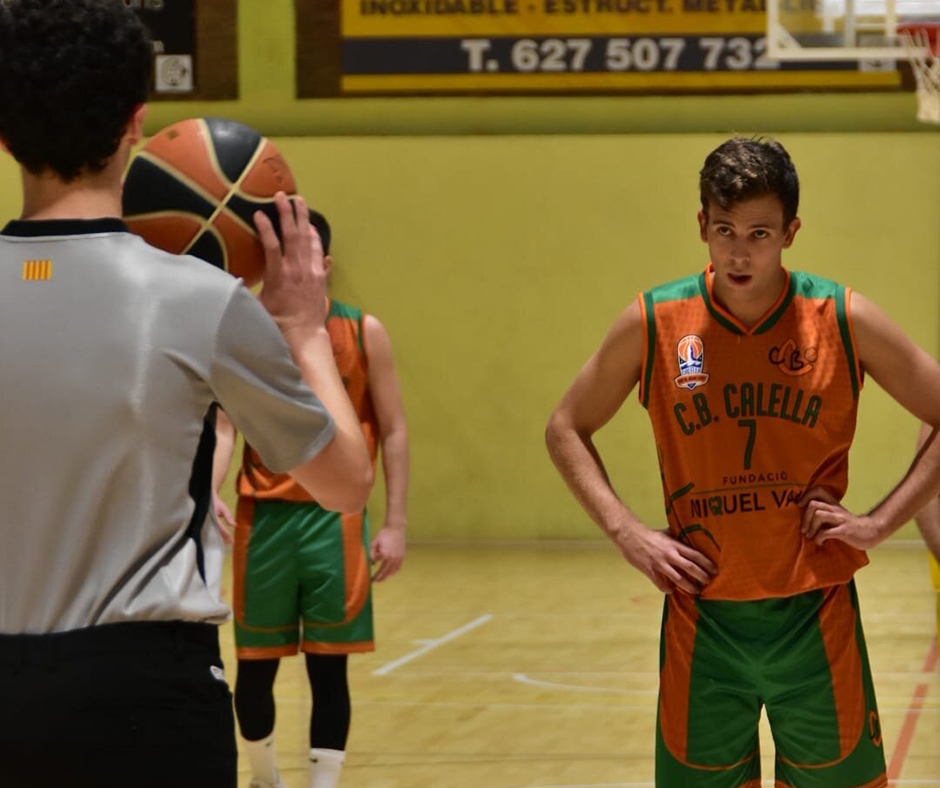 CB Calella - En Quim Serra, abans d'un tir lliure. L'assignatura pendent de l'equip. Foto: Esther Pujol