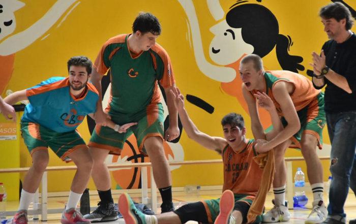 CB Calella - L'alegria de l'equip. Foto: Esther Pujol