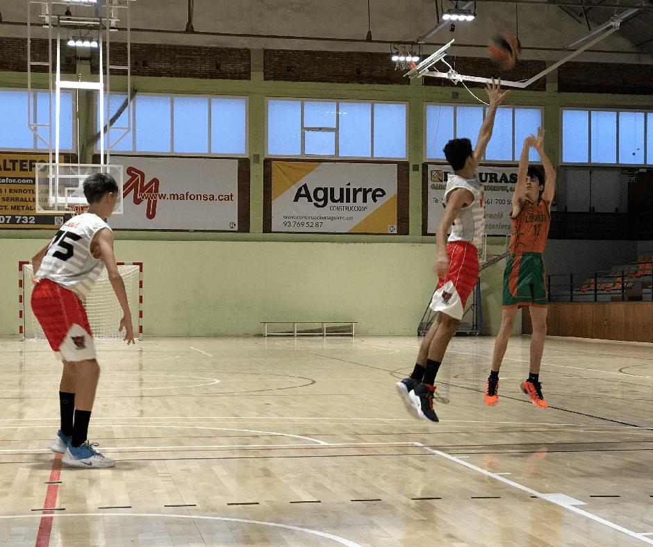 CB Calella - En Tomàs Arnijas provant des de la línia de 3