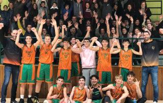 CB Calella - El cadet A celebra la còmode victòria contra l'UBSA