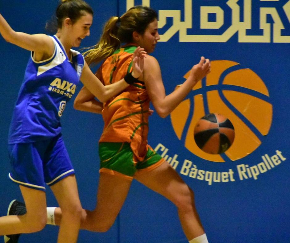 CB Calella - La Júlia Casellas darrere la pilota. Foto: Esther Pujol