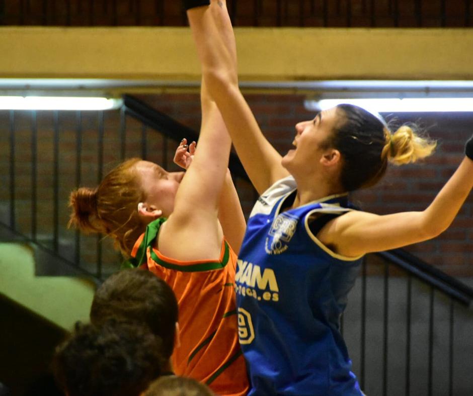 CB Calella - L'Aïna Pi disputant una pilota. Foto: Esther Pujol