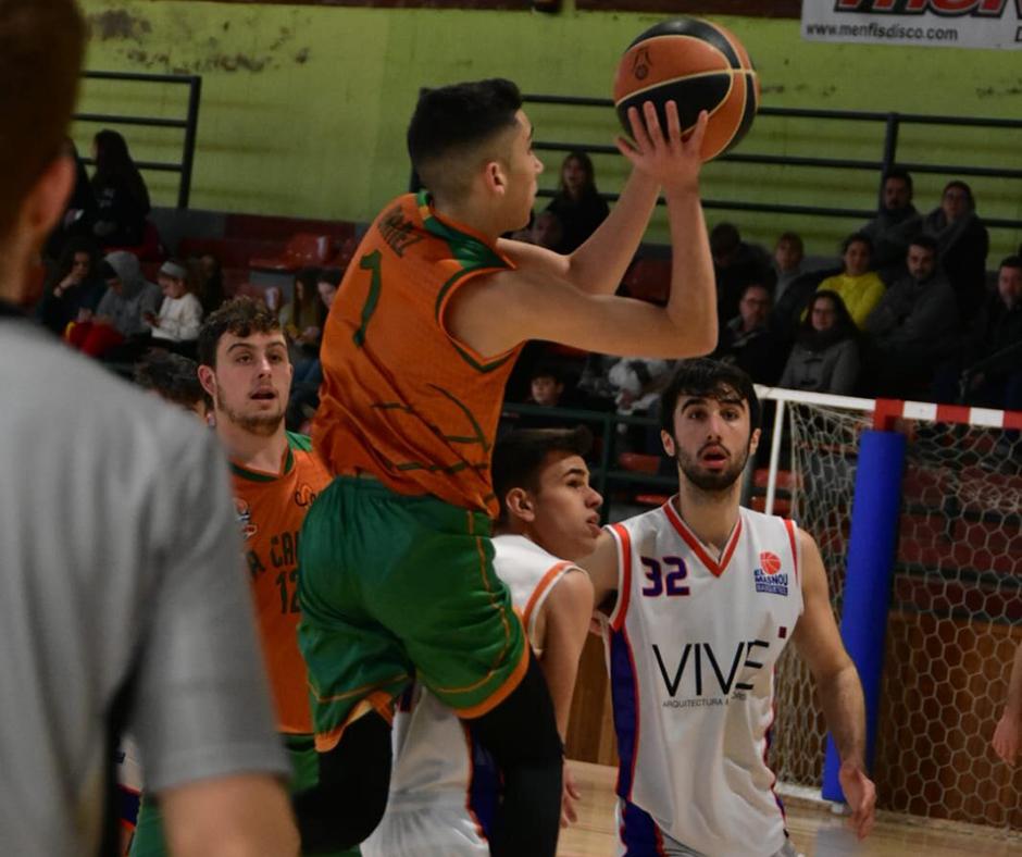 CB Calella - En Nil Ibáñez provant el tir. Foto: Esther Pujol