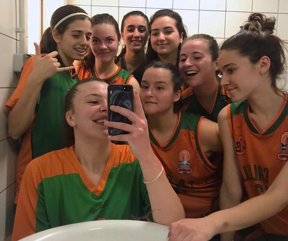 CB Calella - El júnior es fa la selfie després de guanyar