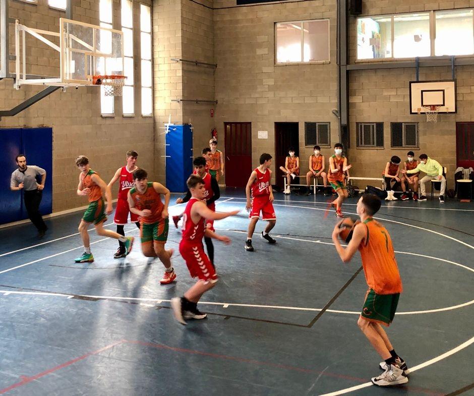 CB Calella - Una acció del partit del cadet a la pista de Santa Coloma