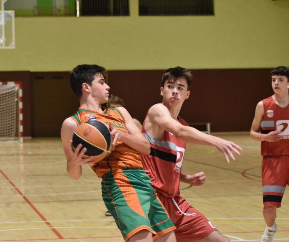 CB Calella - Mirades: la pilota és meva! Foto: Aleix Duran