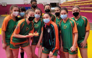 CB Calella - El cadet femení celebra la victòria contra la UEM i l'aniversari de la Júlia Turrens
